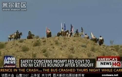 民兵组织自己的直升飞机盘旋在警察上空防备警方空中
